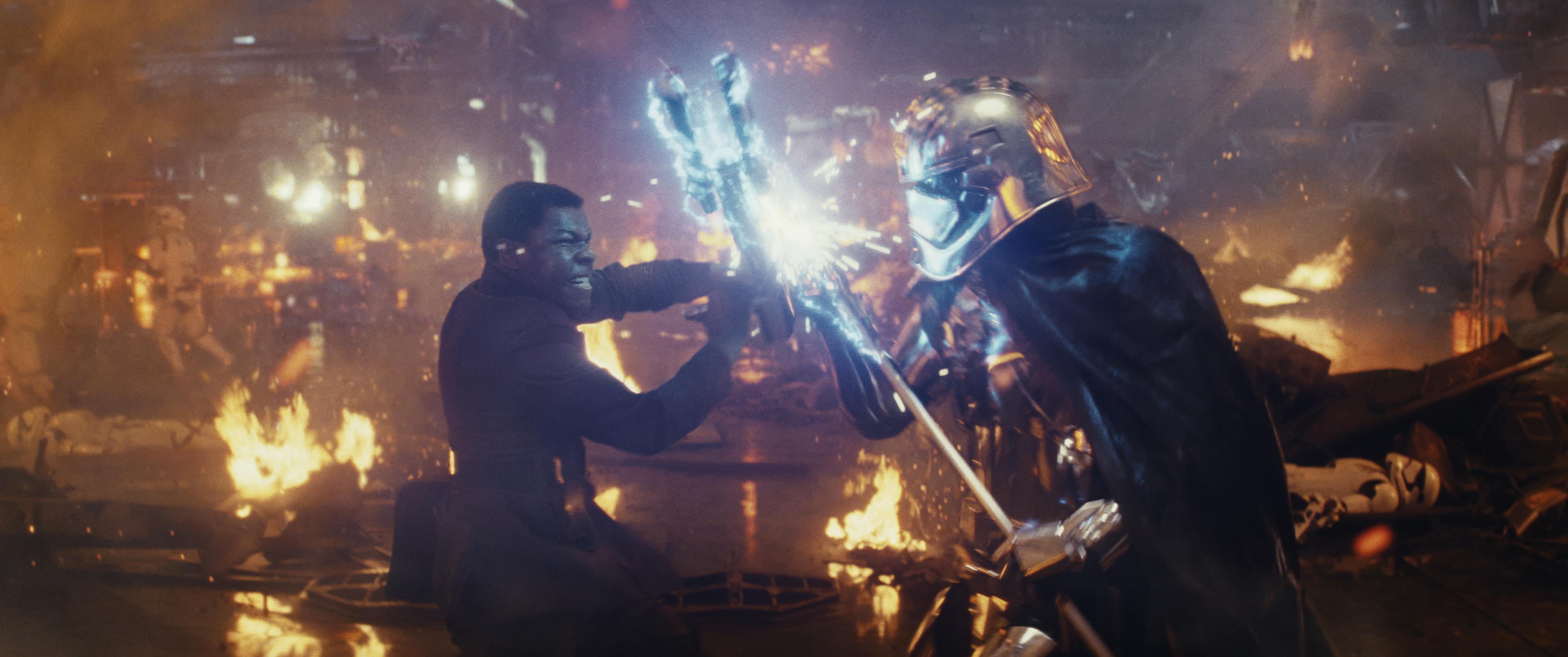 Star-Wars-The-Last-Jedi-Finn-vs-Captain-Phasma