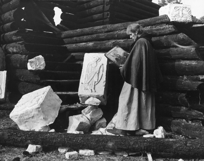 andrei-rublev-1966-005-rublev-holding-paintings-00m-g9c
